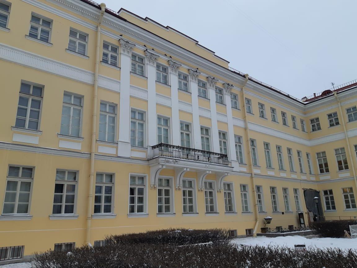 Внутренний фасад во вдоре дома Пушкина на мойке