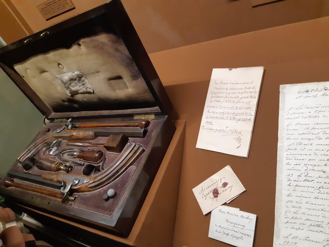 записки письма и револьверы из которых стрелялись Пушкин и дантес да