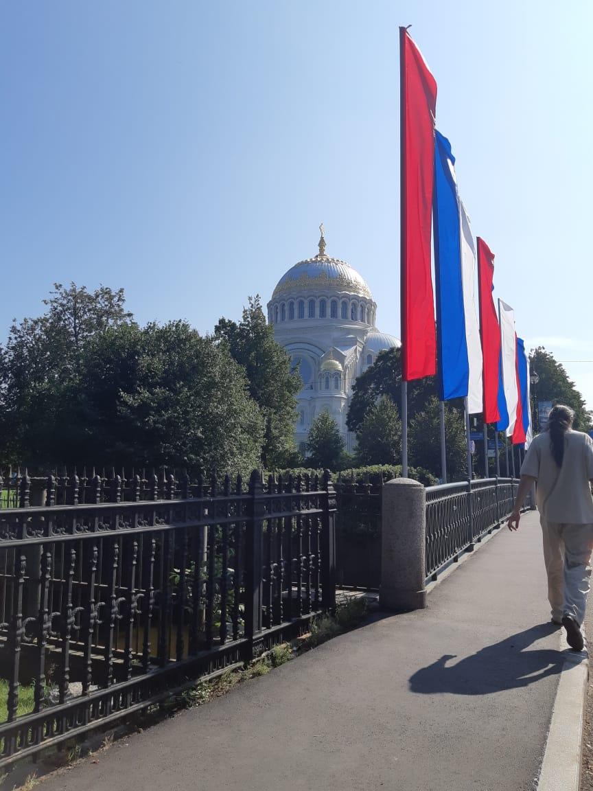 Морской Никольский собор на якорной площади город кронштадт флаги