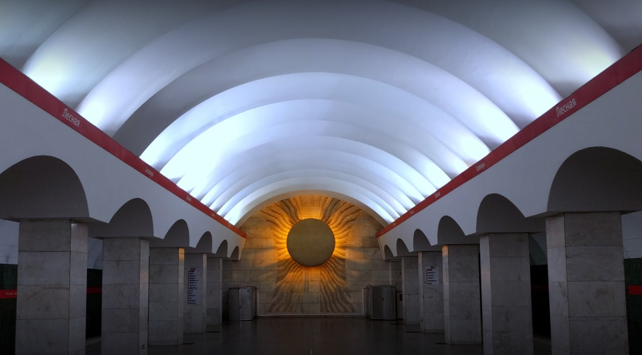 Станция метро Лесная