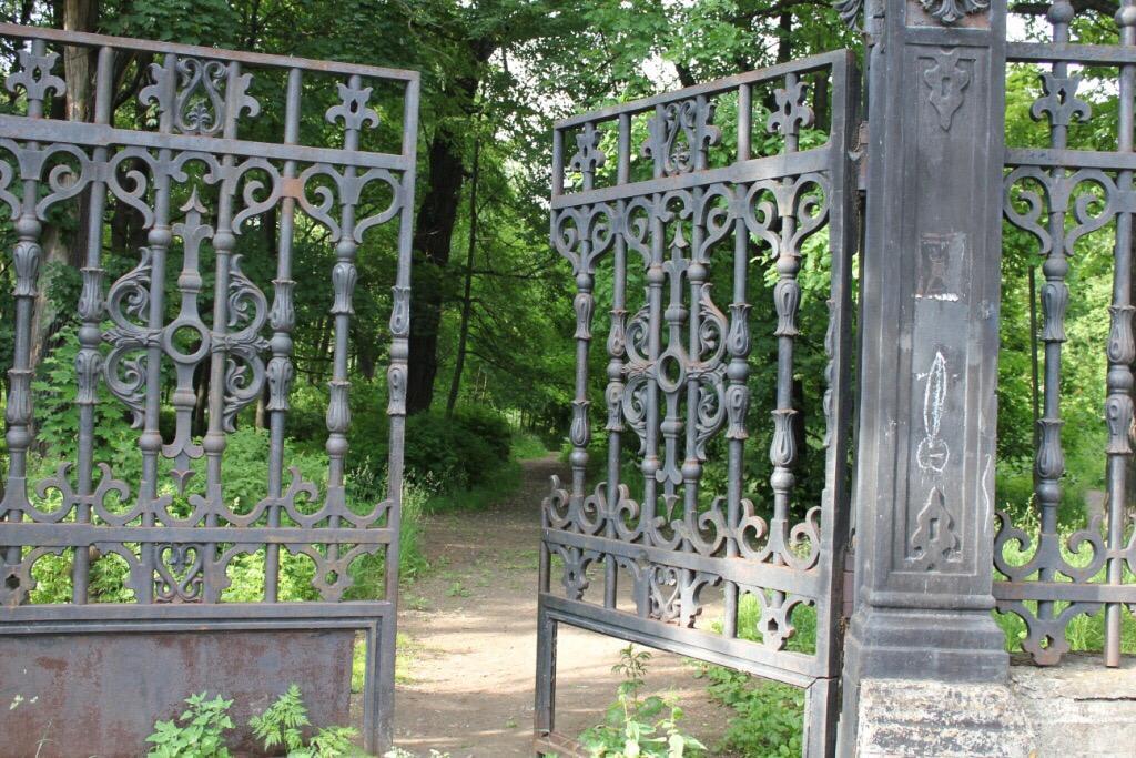 Ворота в летний сад