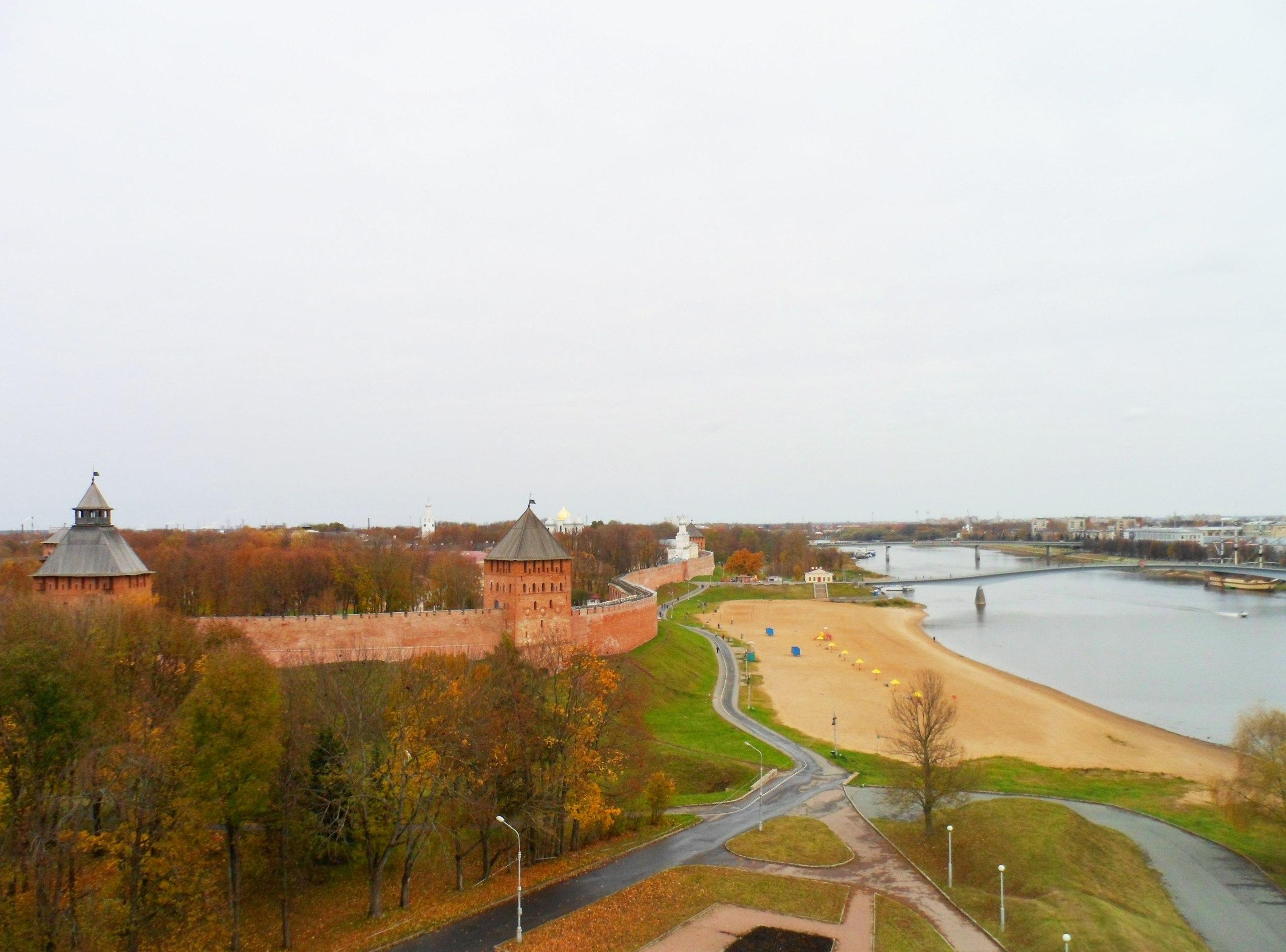 Новгород (Кремль и река Волхов)