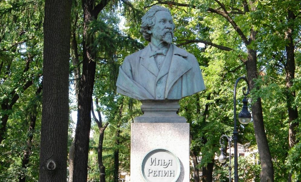 Бюст Репину на Румянцевской площади