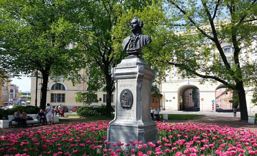 Памятник Ломоносову сквер