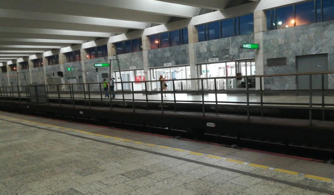 Станция метро Рыбацкое