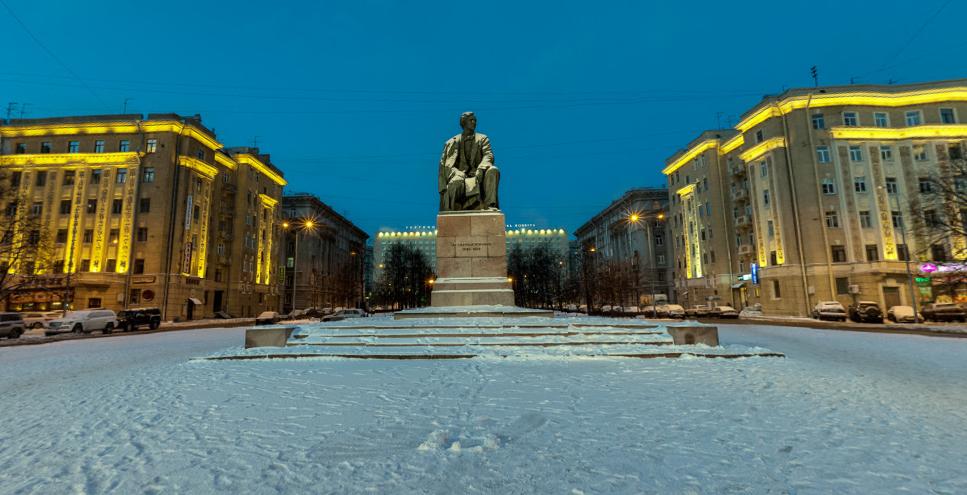 Площадь Чернышевского в Петербурге