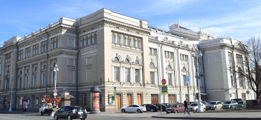 Театральная площадь в Петербурге
