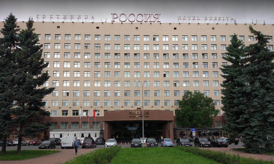 Гостиница Россия на площади Чернышевского