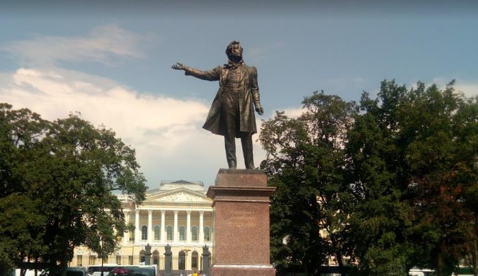 Площадь искусств в Петербурге