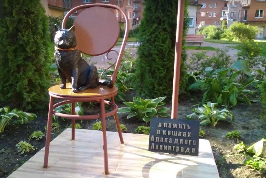 Памятник блокадной кошке в Петербурге