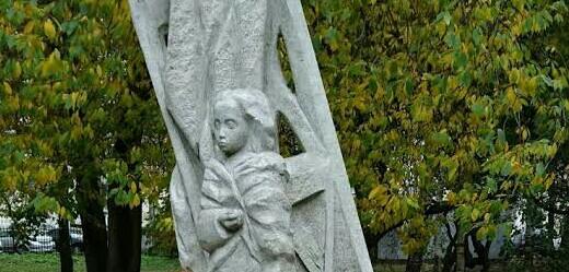 Памятник детям блокадного Ленинграда в Петербурге