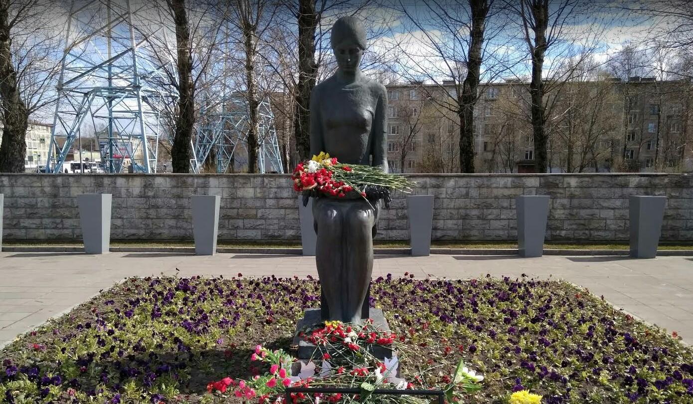Невский мемориал Журавли памятник
