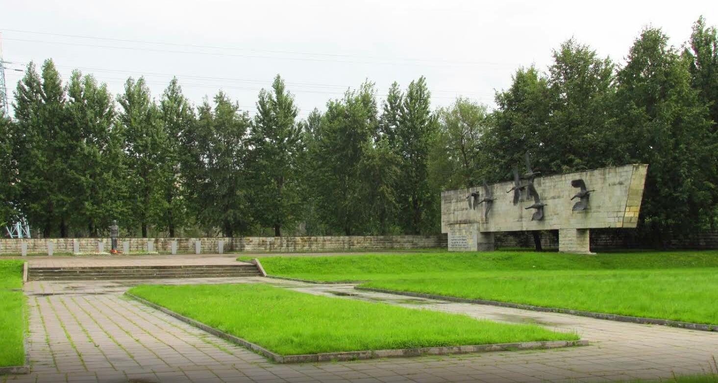 Невский мемориал Журавли фото