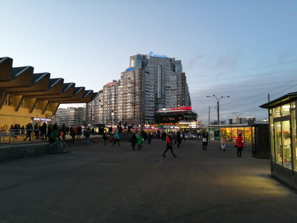 Станция метро Пионерская