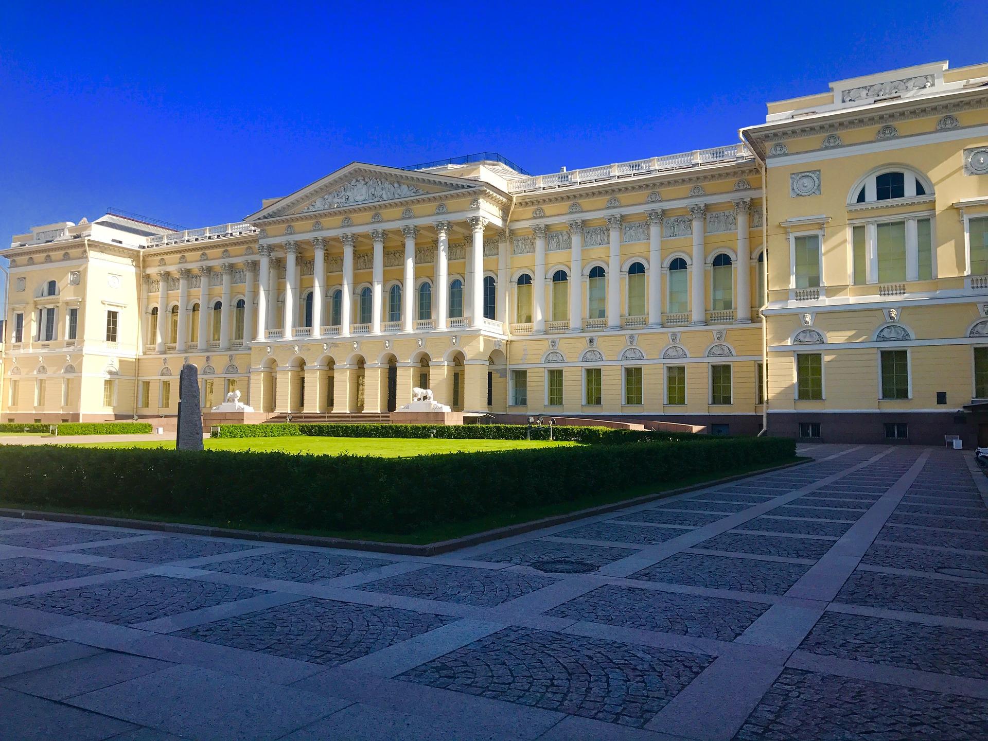 Площадь искусств Михайловский дворец