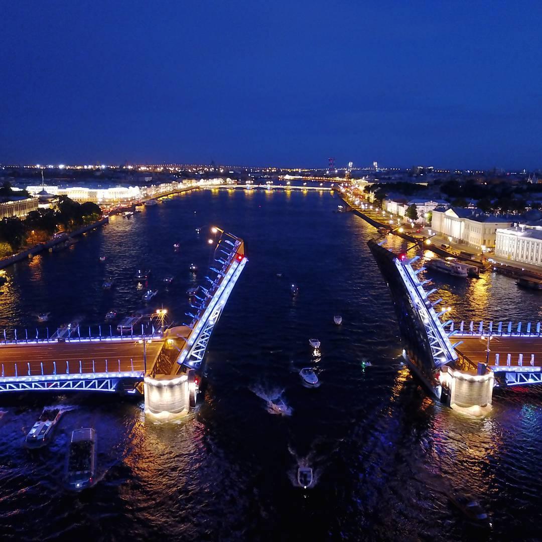 развод мостов в сезон белых ночей