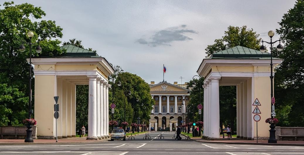 историко-мемориальный музей Смольный в Петербурге