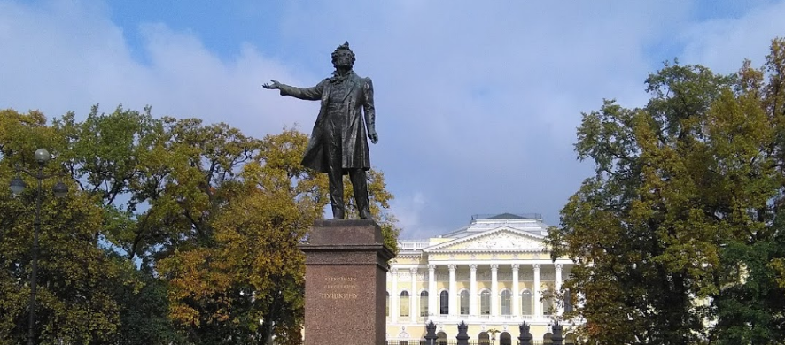 Михайловский сквер в Петербурге