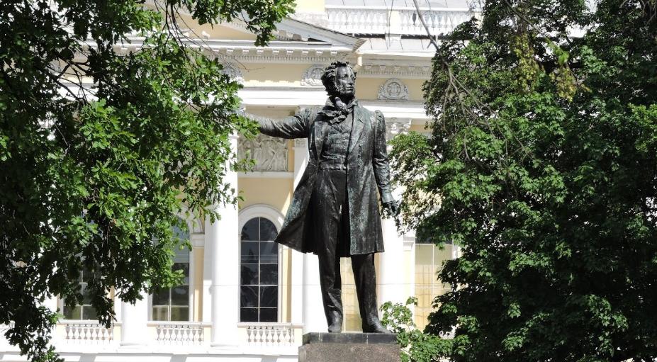 Михайловский сквер ото