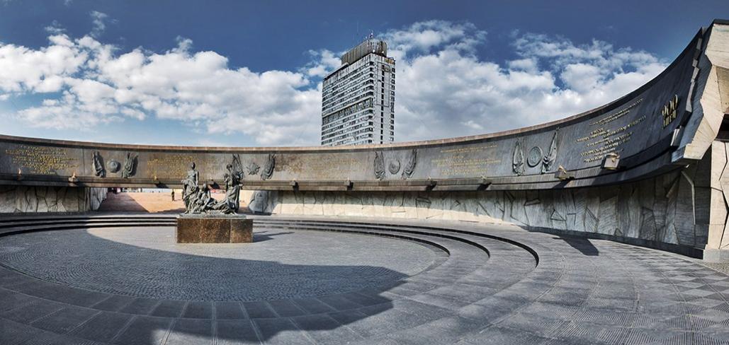 Монумент героическим защитникам Ленинграда фото