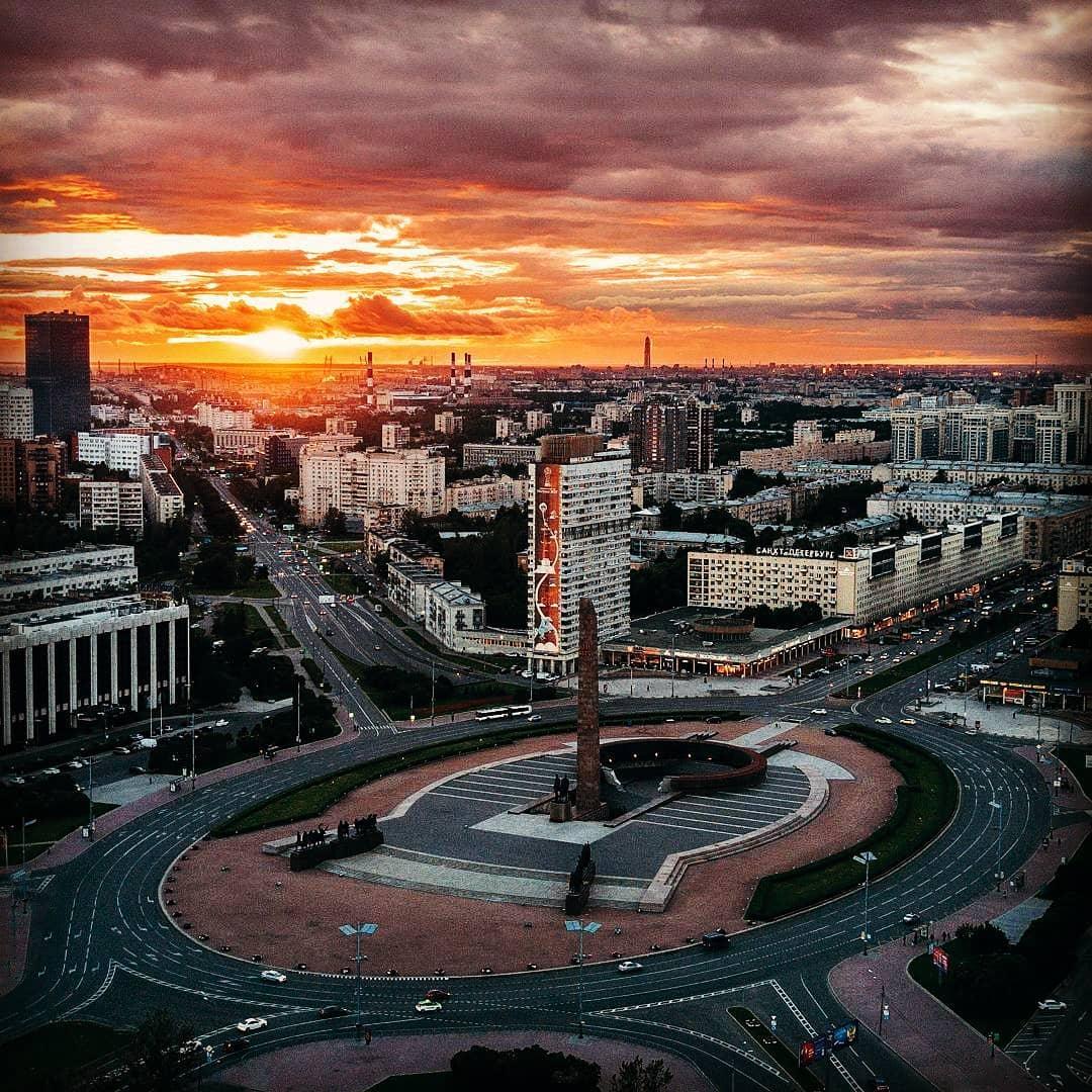 Монумент героическим защитникам Ленинграда площадь