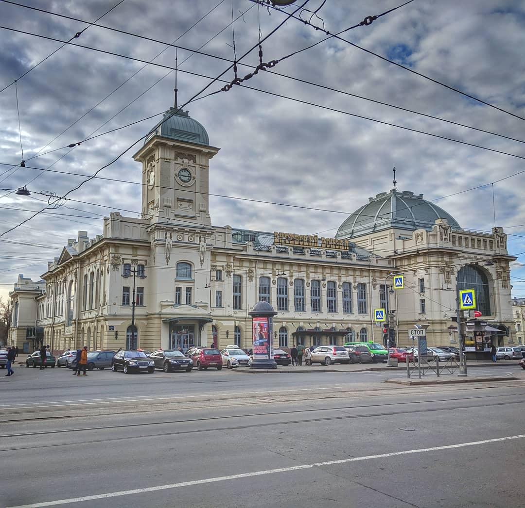 Здание Витебского вокзала в Петербурге