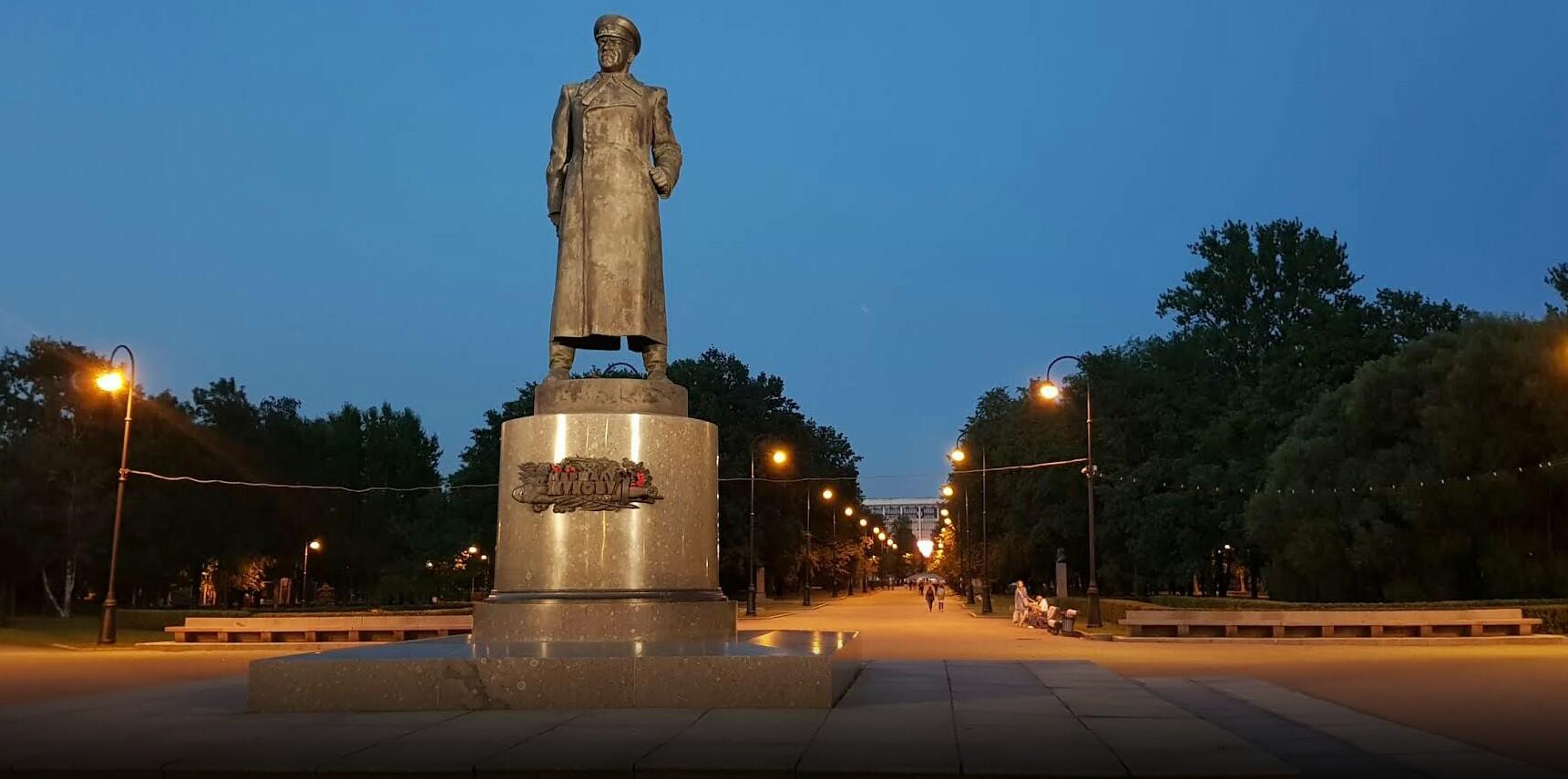 Памятник маршалу Г. К. Жукову в Санкт-Петербурге