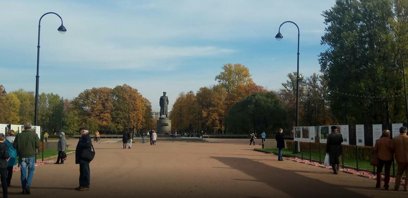 Памятник маршалу Г. К. Жукову в парке Победы