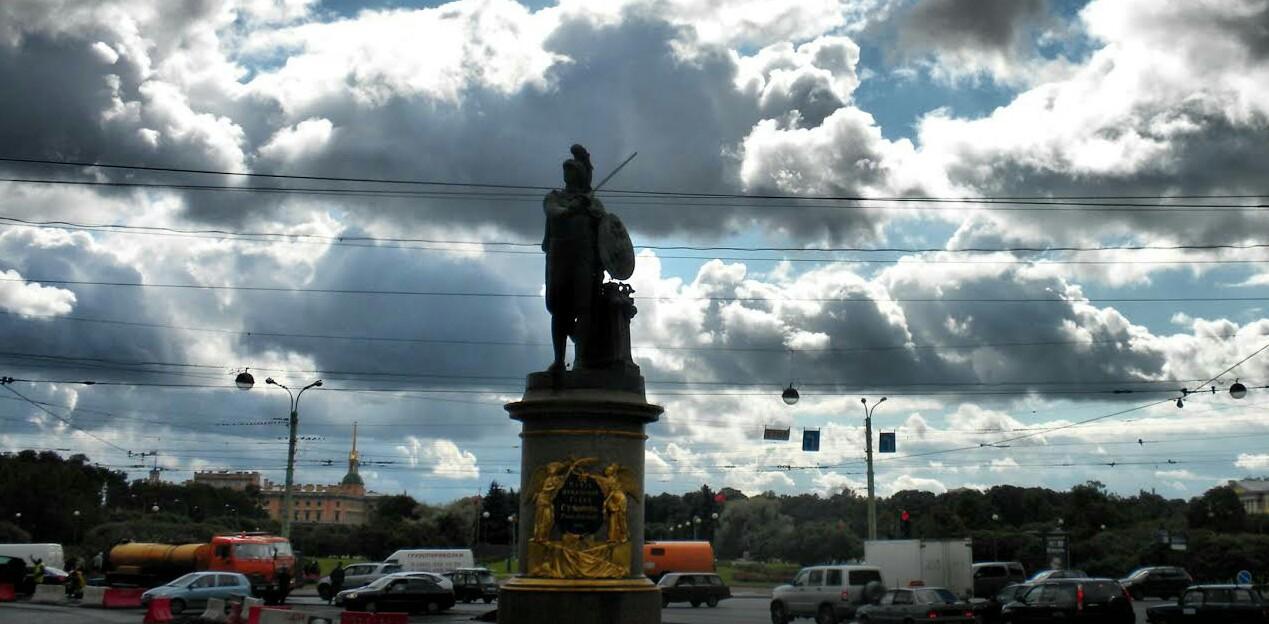 Памятник Суворову фото