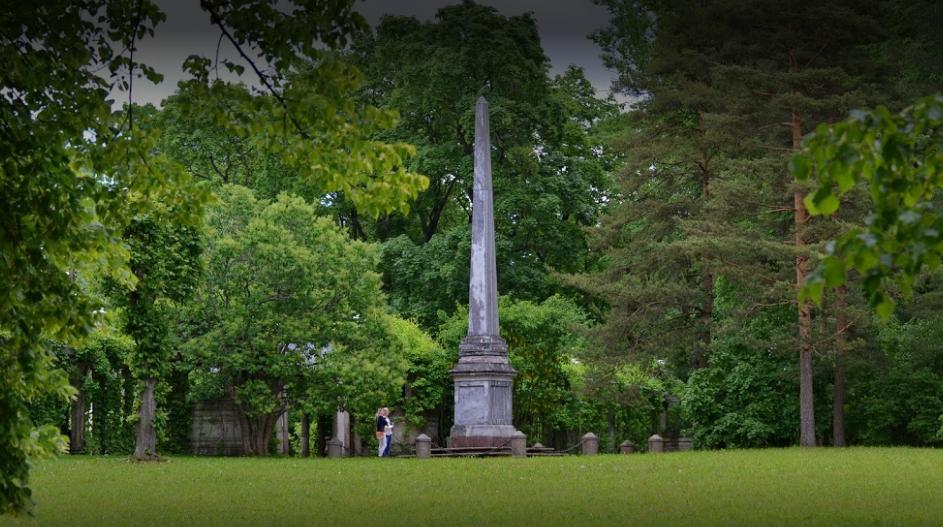 Кагульский обелиск в Екатерининском парке спроектировал архитектор Антонио Ринальди в 1771 году в честь победы в Кагульском сражении