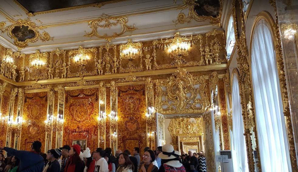 Одна из главных достопримечательностей дворца — Янтарная комната