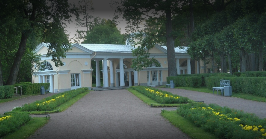 Павильон Вольер - первая постройка в Павловском парке где находился вольер для птиц, а также небольшой музей