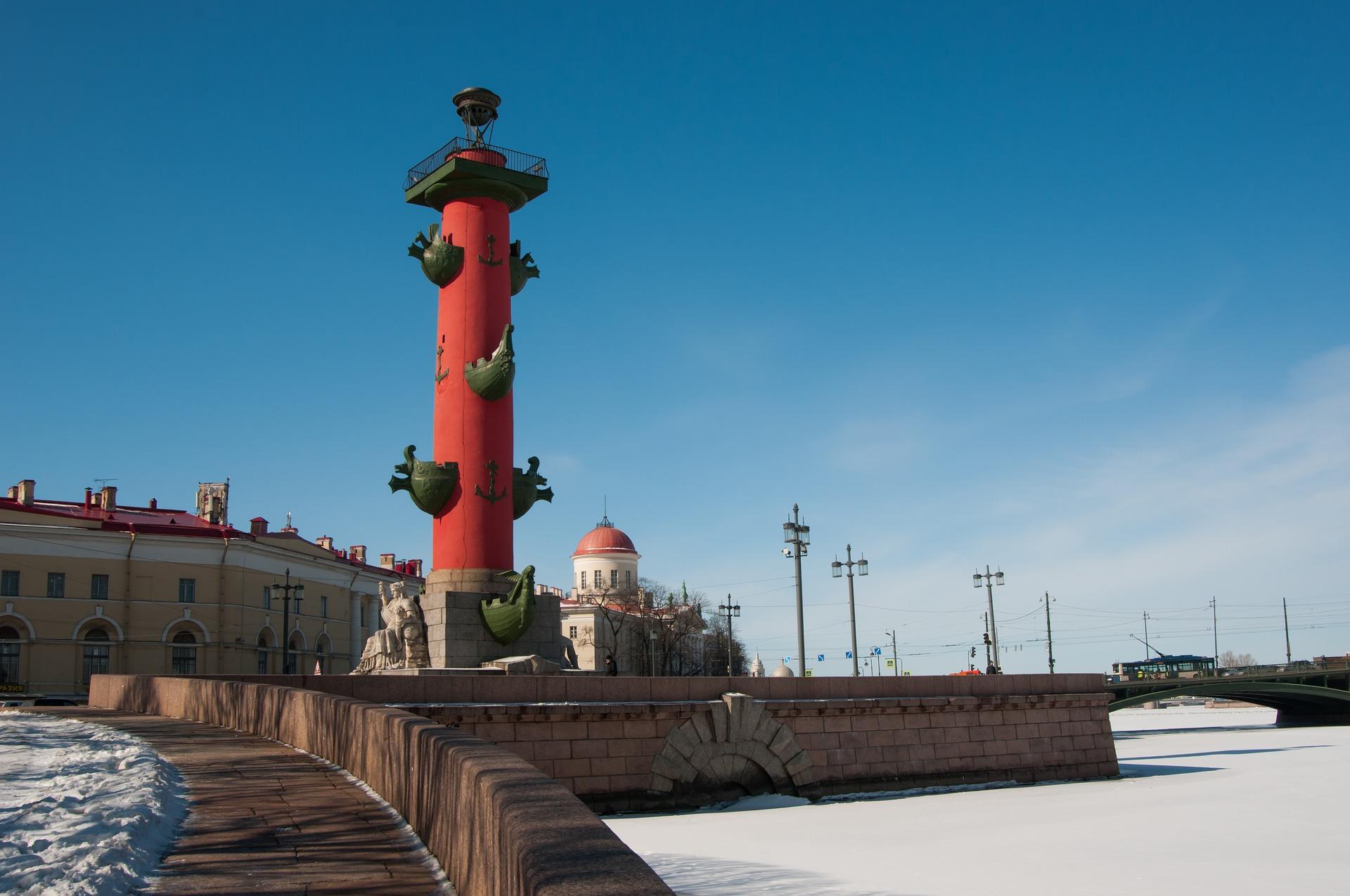 Ростральные колонны на Васильевском