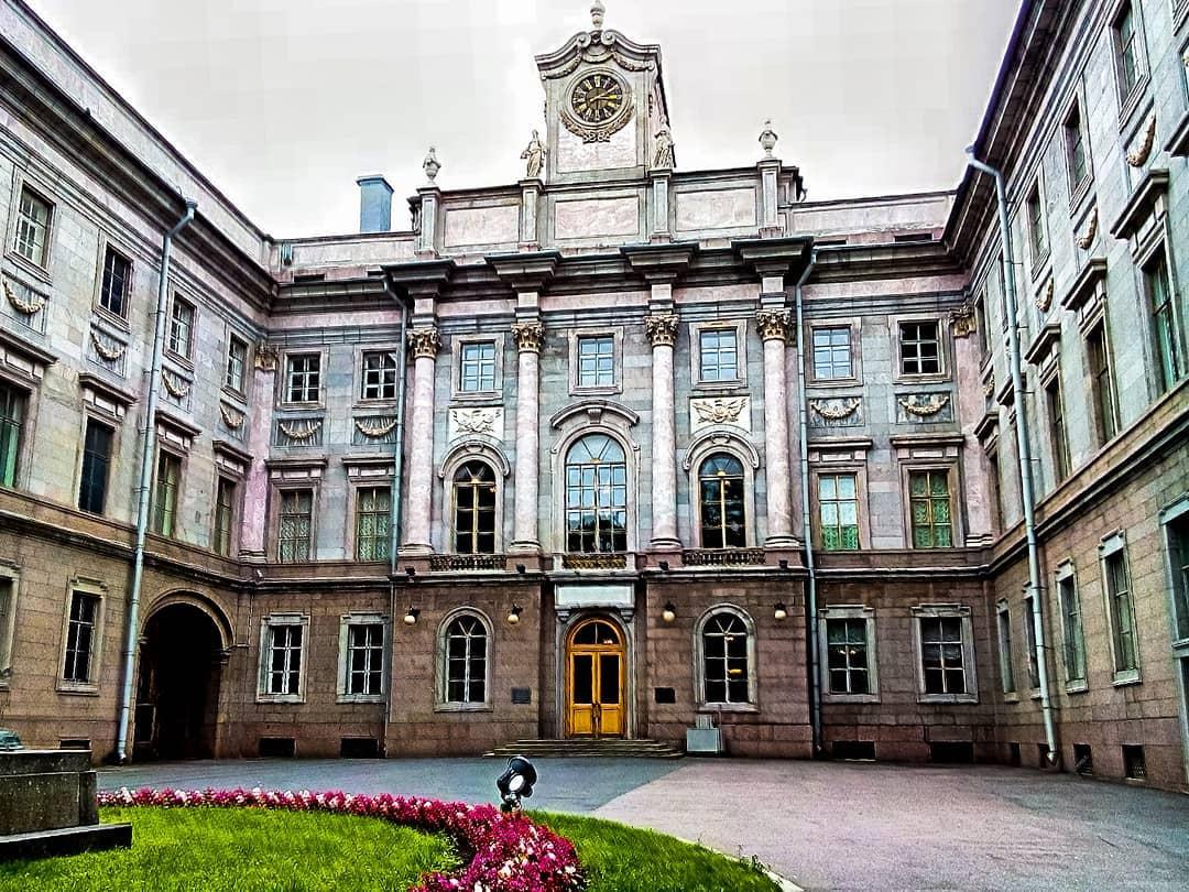 Главный фасад Мраморного дворца