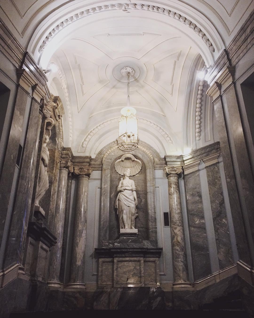 Статуи в Мраморном дворце