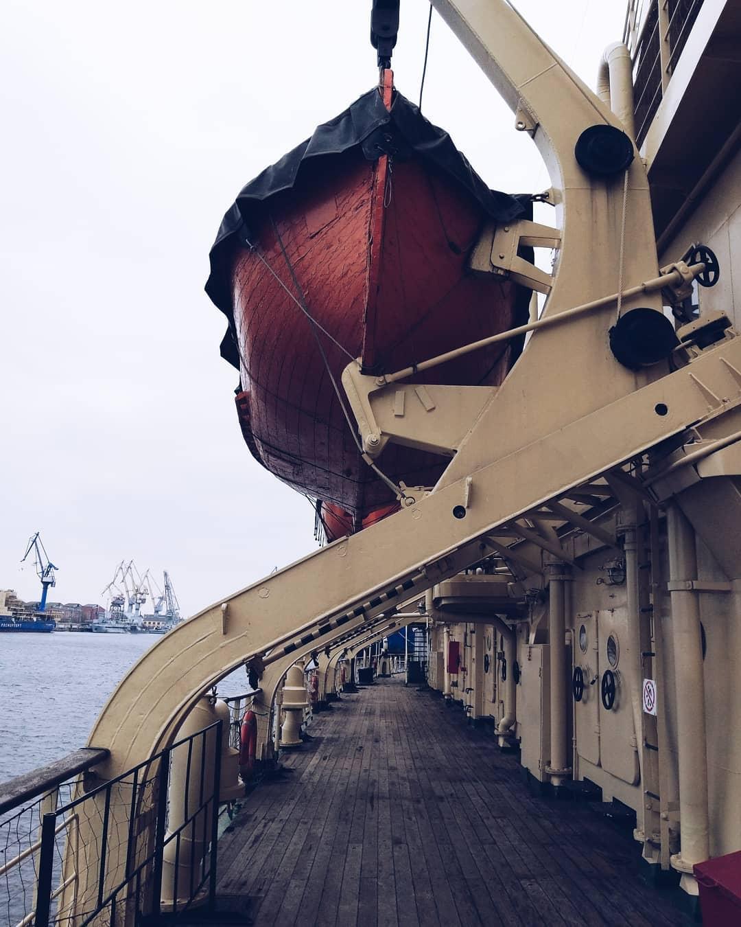 Спасательная шлюпка на ледоколе Красин