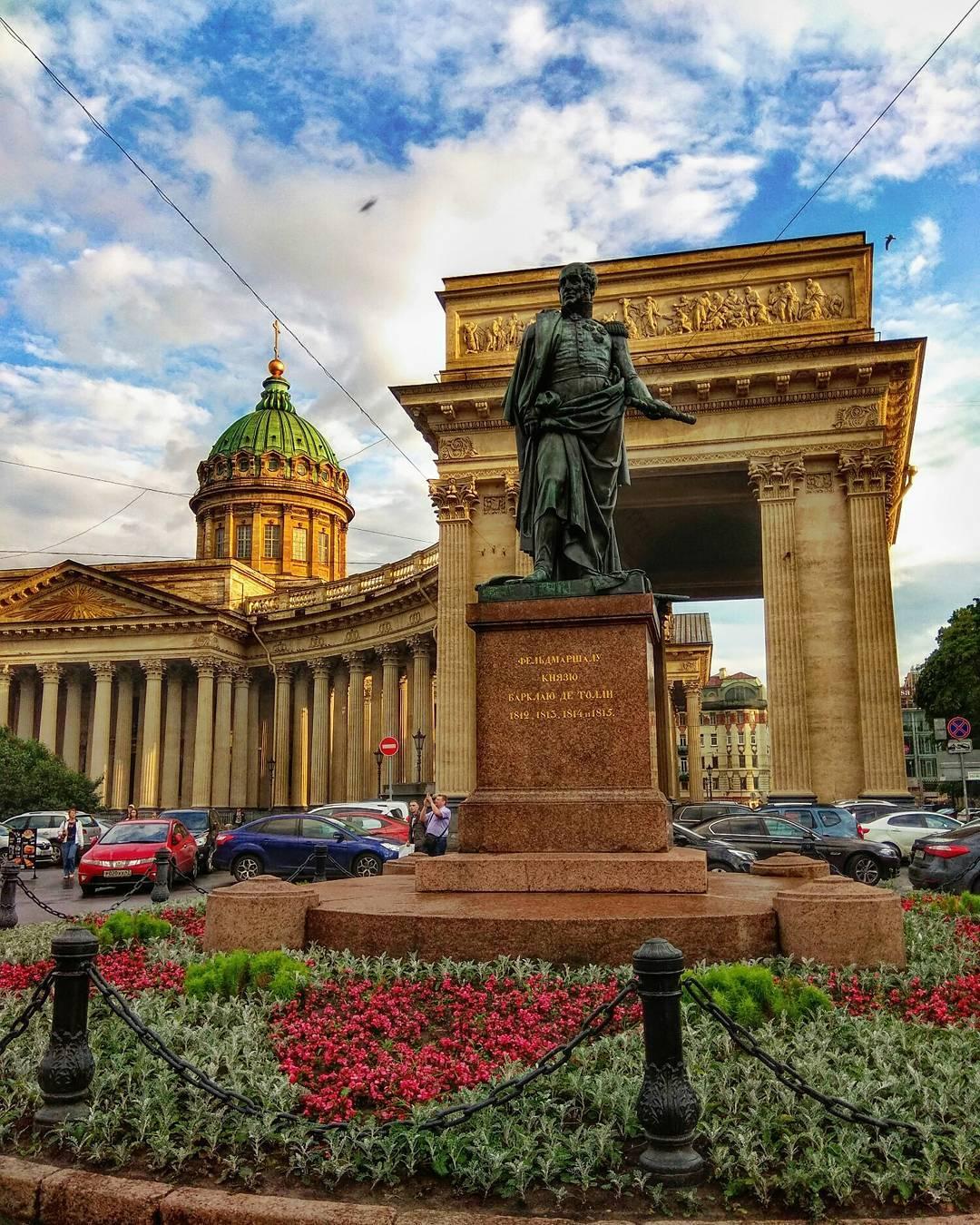 памятник Барклаю де Толи