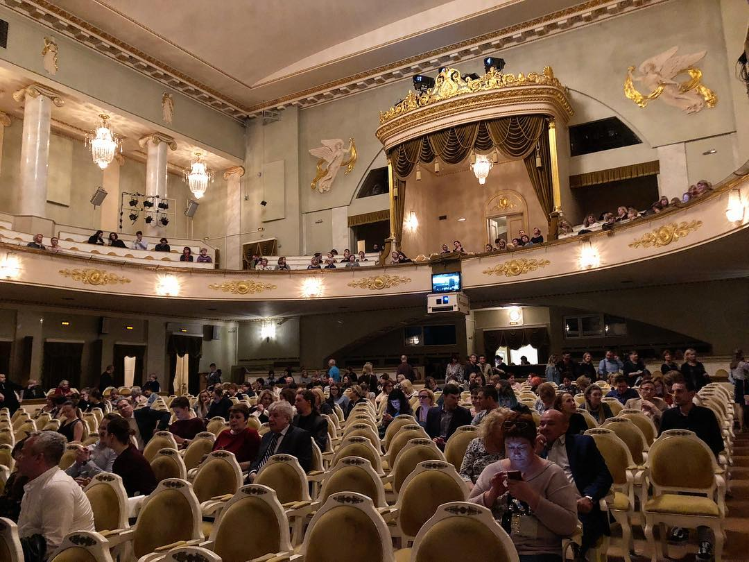 Большой зал театра
