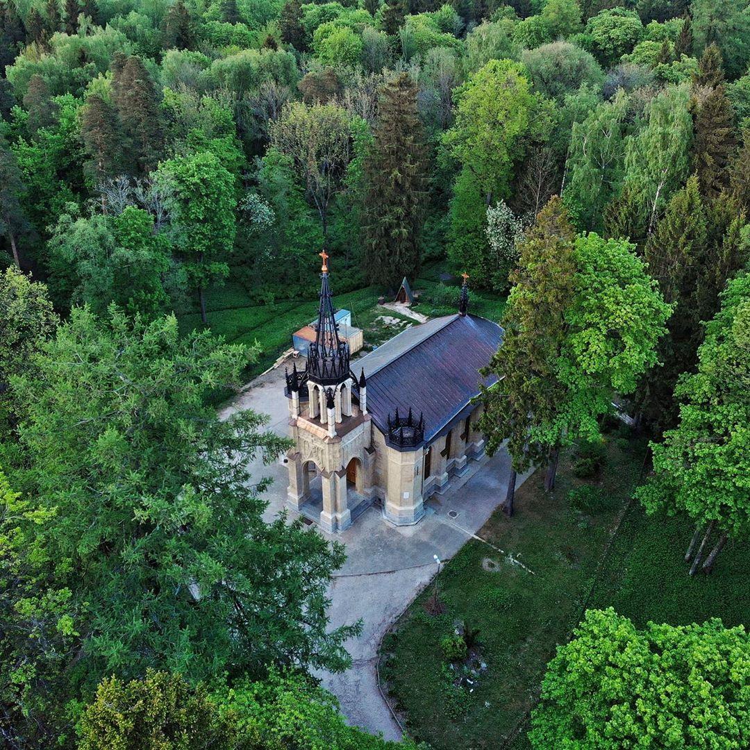 Церковь Петра и Павла в Шуваловском парке
