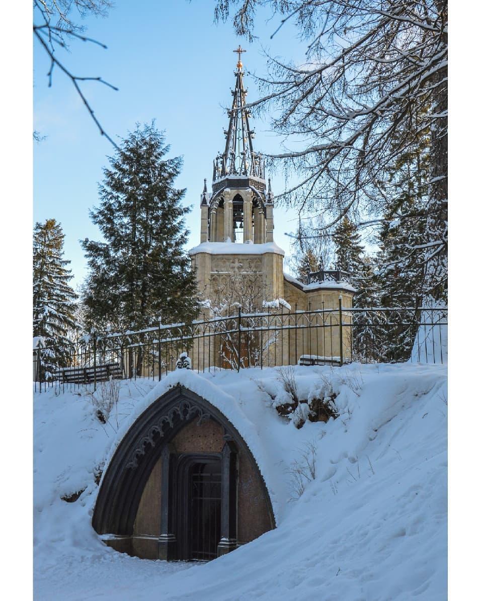 Церковь в Шуваловском парке
