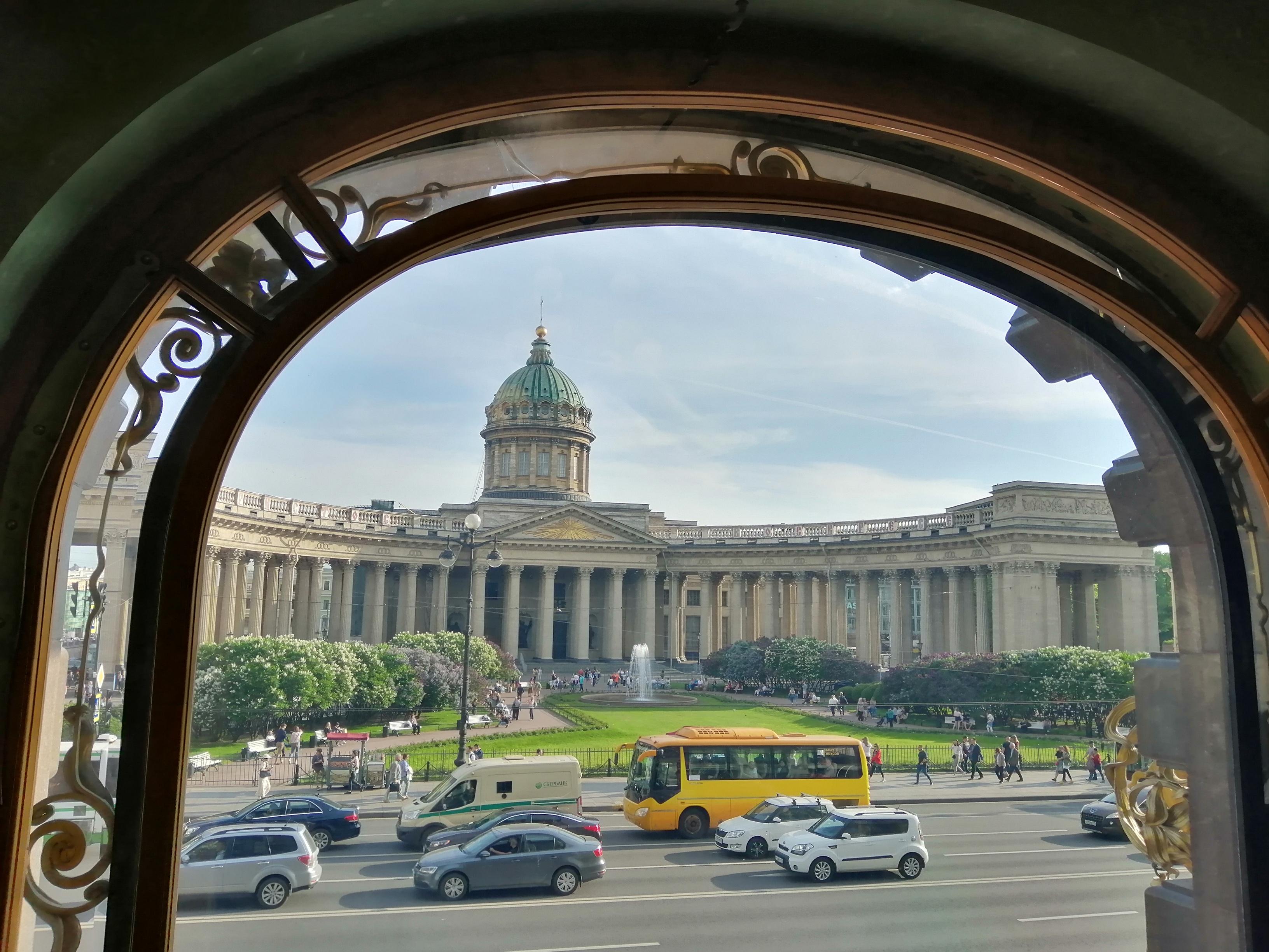 Казанский собор вид из Кафе Зингер