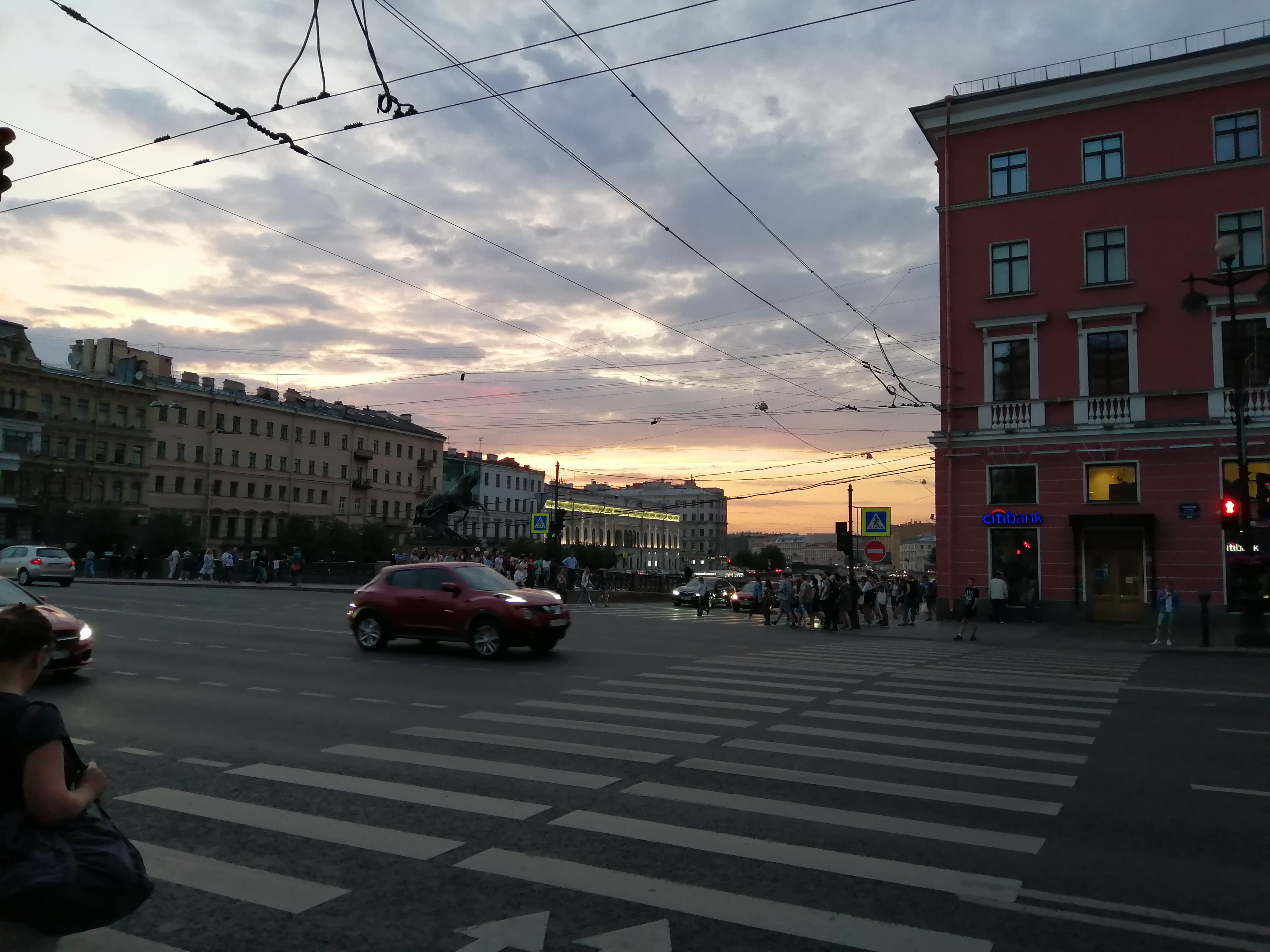 Невский проспект вид на Аничков мост и закат