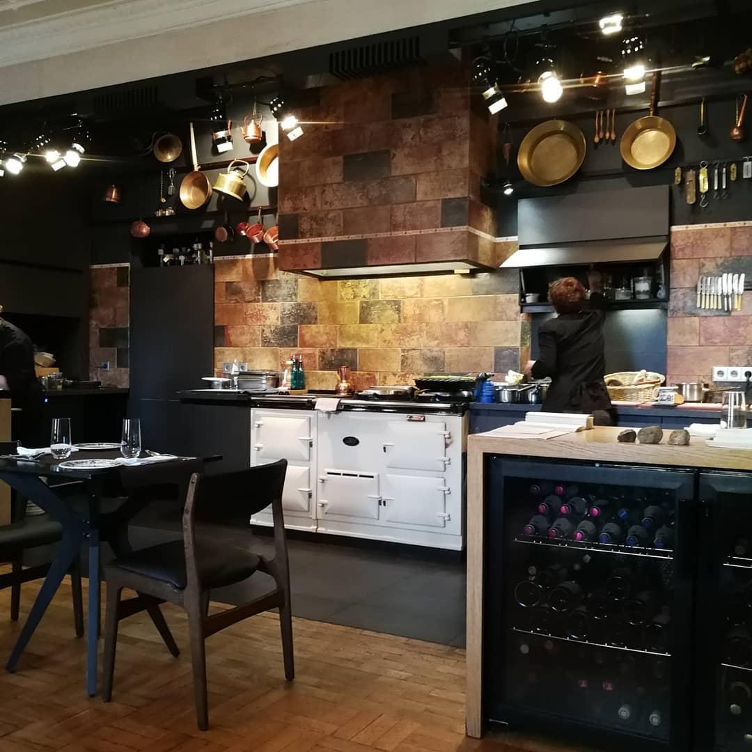 Кухня ресторана Ем