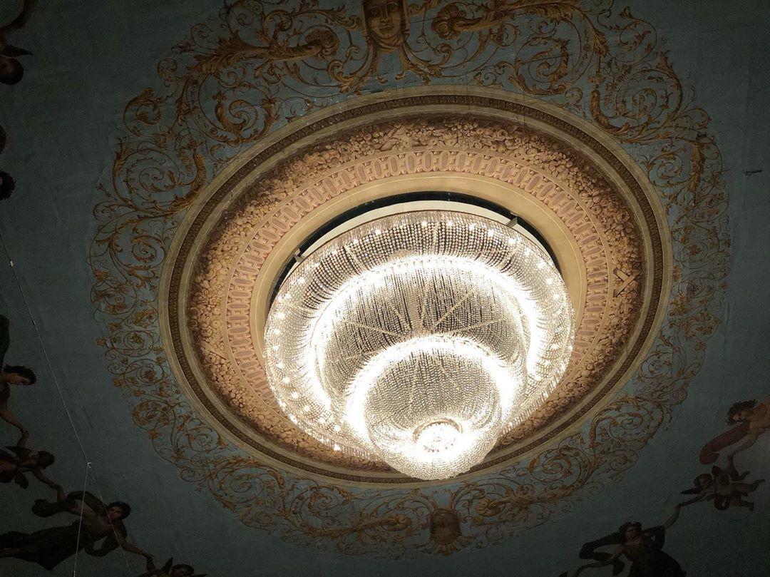Люстра Мариинского театра