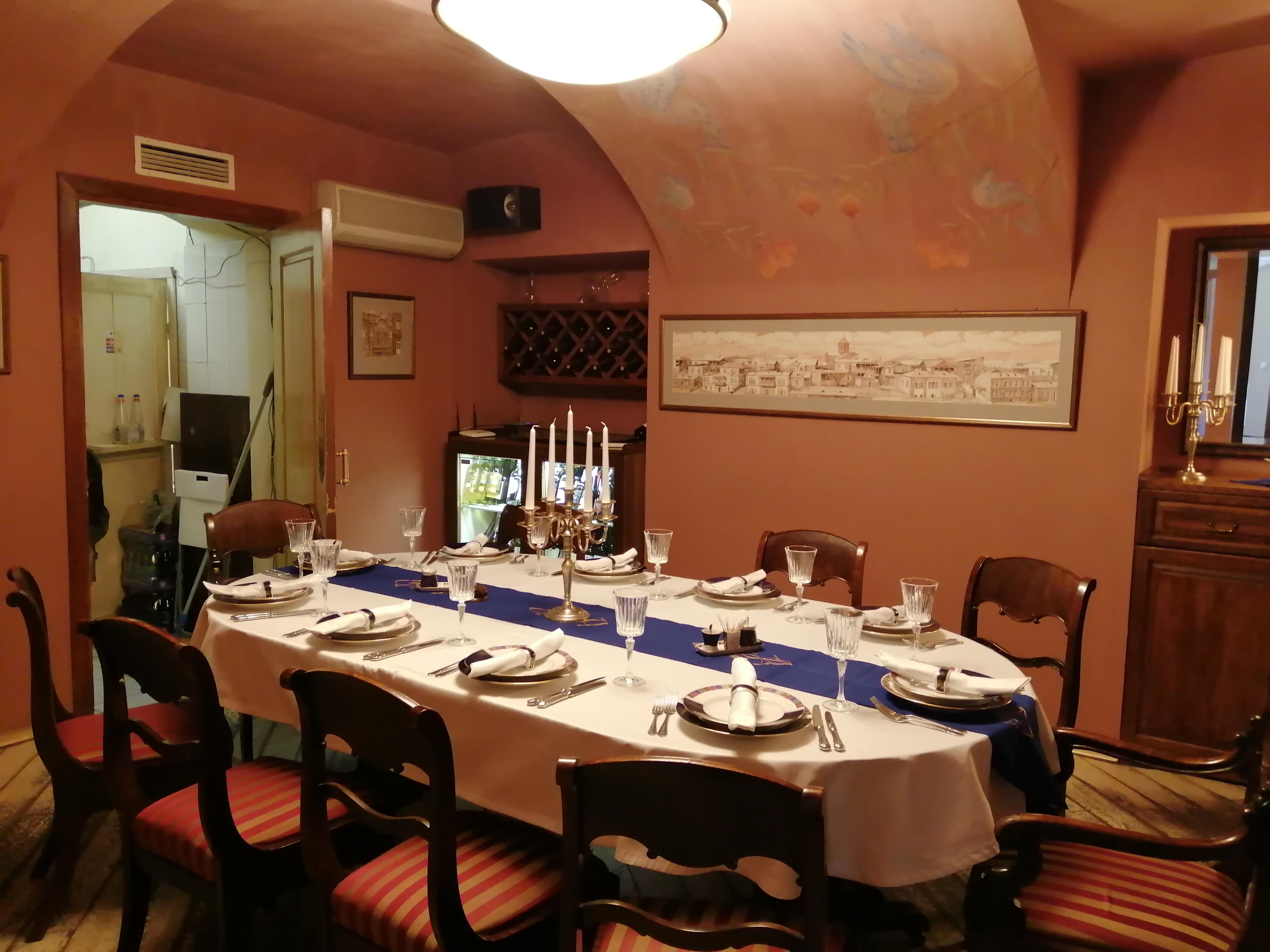 Зал ресторана Эривань