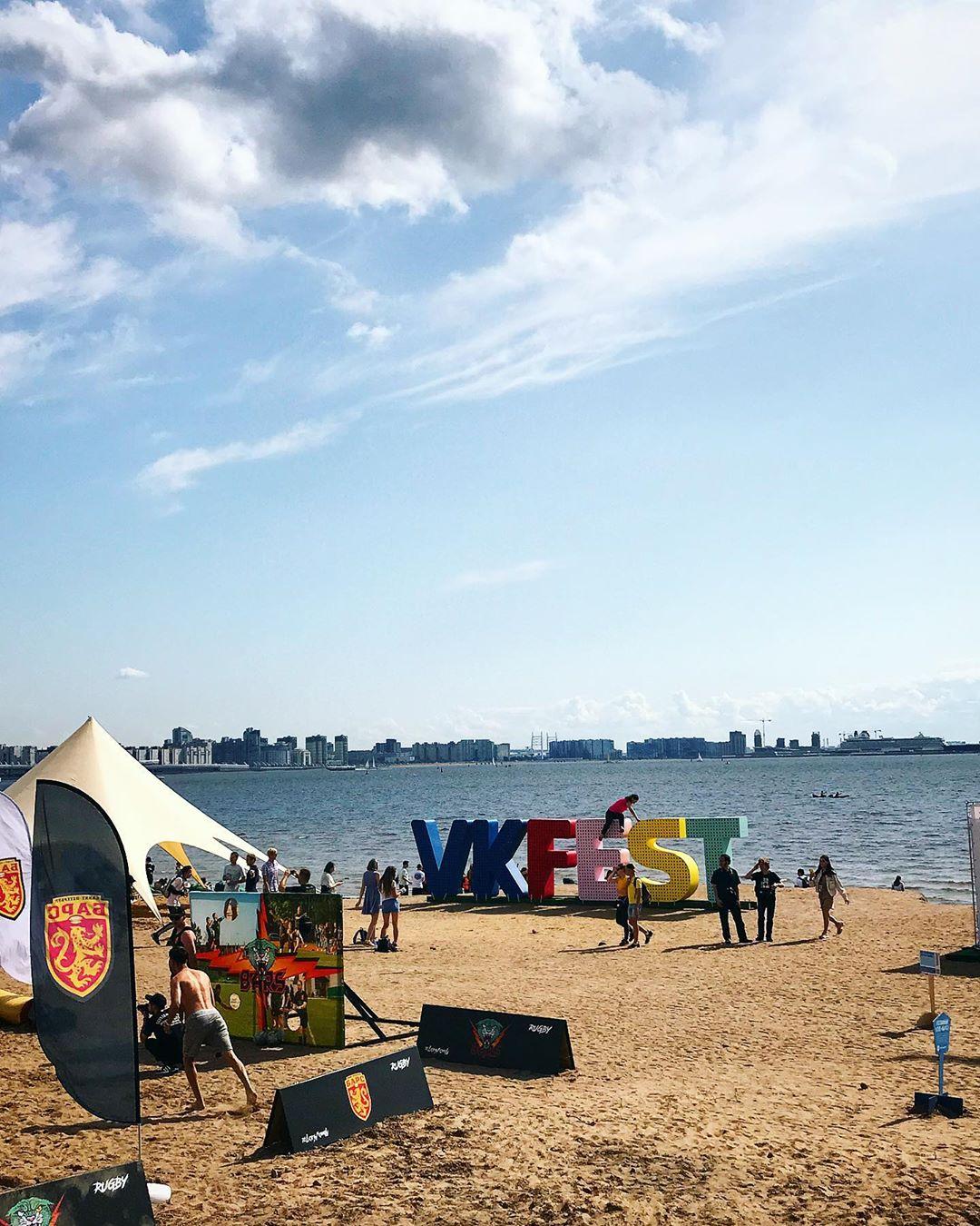 ВК фест на берегу залива