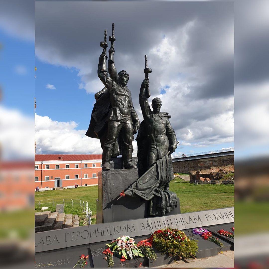 Памятник в крепости Орешек