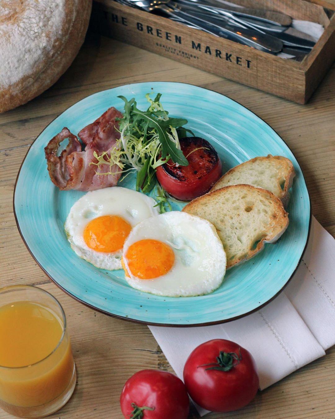 Завтраке в ресторане Ферма Бенуа