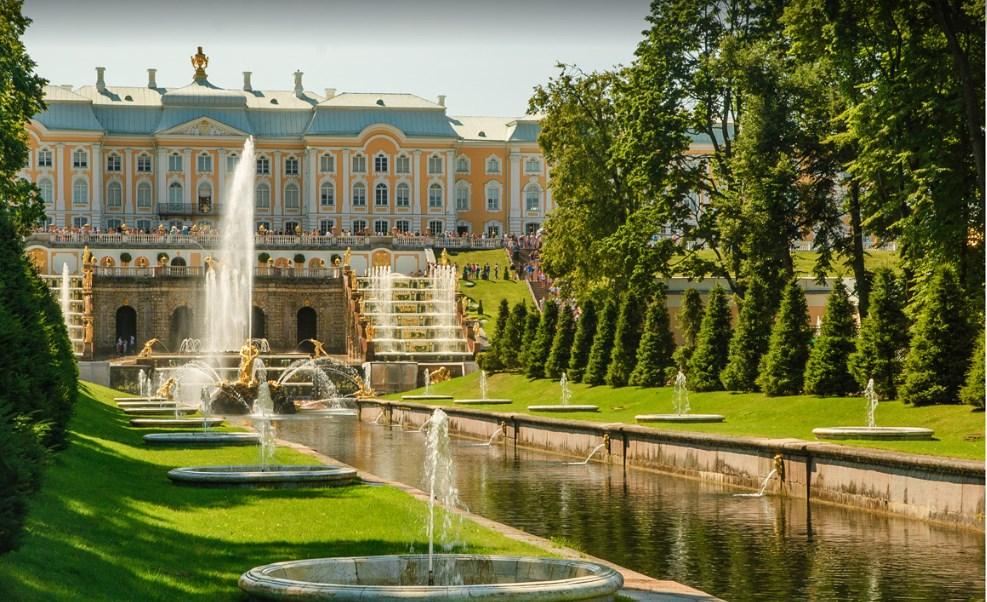 Петергоф вид на главный дворец