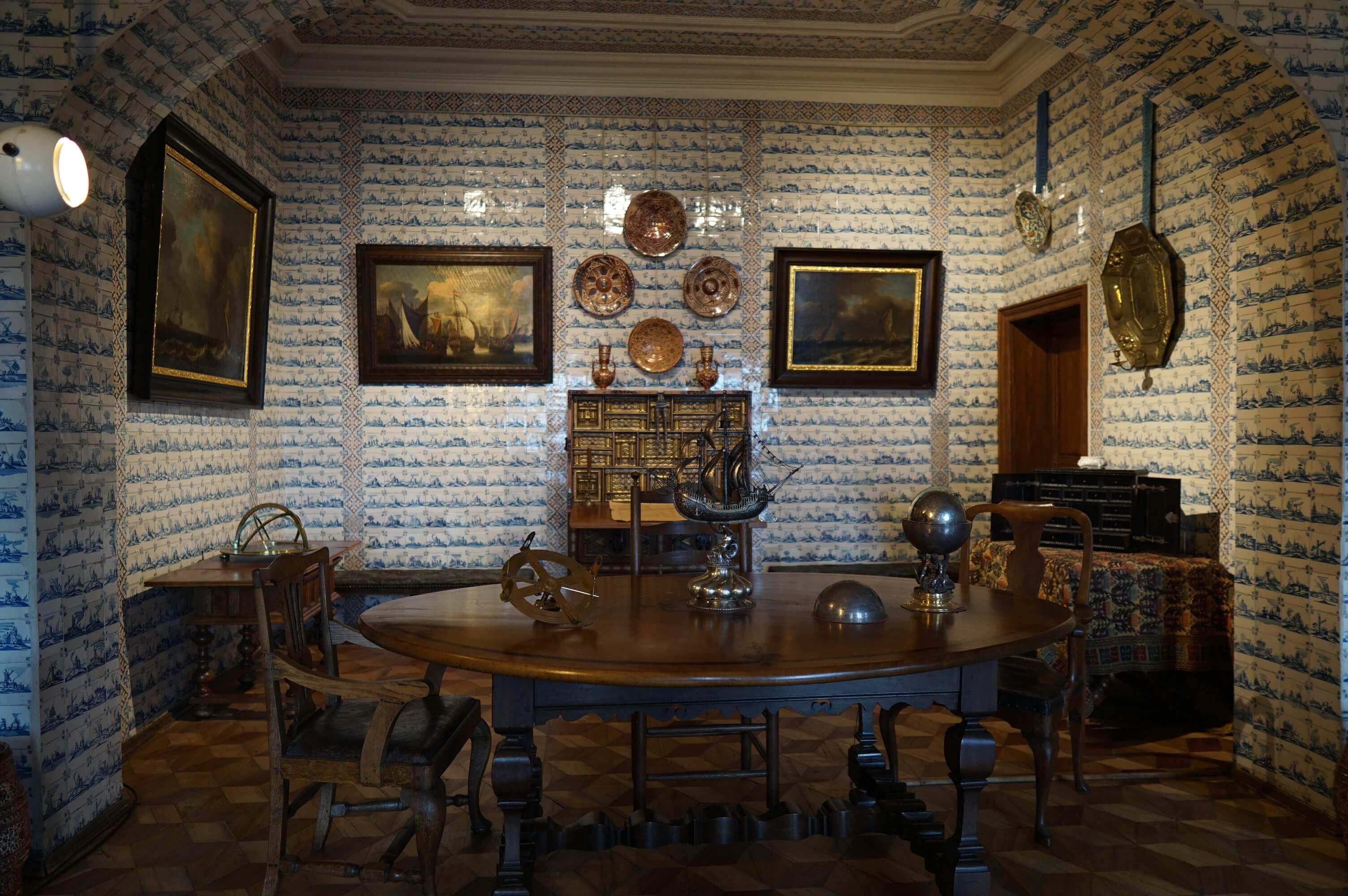 Меншиковский дворец - прихожая